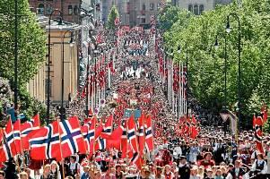 tog_v_norske_flagg__750487x111